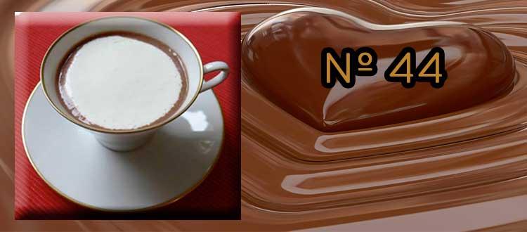 Receta de Chocolate a la taza con Amaretto y nata batida.