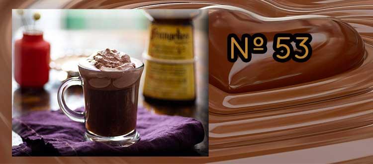 Receta de chocolate a la taza con Frangelico y nata batida.